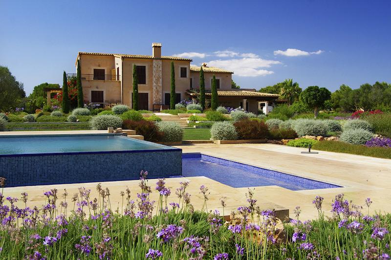 Design-Mittelmeer-Garten-Mallorca